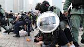 Enfrentamientos entre policía y manifestantes en Hong Kong tras acto de apoyo a los uigures