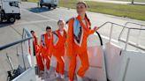 烏克蘭航空公司捨棄高跟鞋鉛筆裙、改讓員工著Nike運動鞋和T恤:老航空公司的服儀規定正在改變 - The News Lens 關鍵評論網