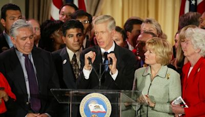 Column: What does the only other California governor to face a recall vote — Gray Davis — have to say now?