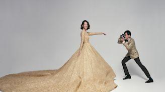超長金色蕾絲裙擺 黃子佼、孟耿如婚紗照甜蜜曝光!