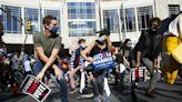 郵寄選票爭議 川普拜登粉絲聚費城計票中心示威