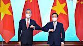 美中在越南互尬?繼美國宣布再捐1百萬劑BNT後,中國也緊追捐贈3百萬劑疫苗--上報
