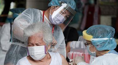 高雄疫情|長者緩打下修疫苗接種年齡 21日起78歲以上可施打 | 蘋果新聞網 | 蘋果日報