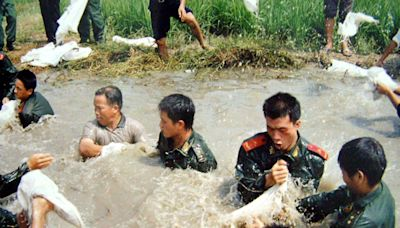 A million people worked to repair broken dikes as floods inundated China in 2002