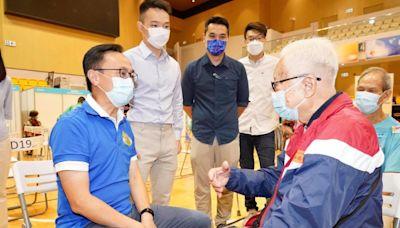 【疫苗接種日】95歲長者打疫苗 有夫妻二人齊打針冀到內地旅行 - 香港經濟日報 - TOPick - 新聞 - 社會