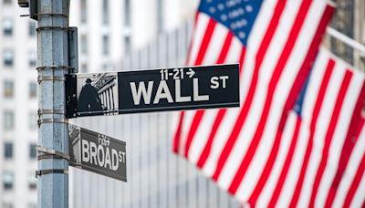 Dow Jones Closes Lower, Nasdaq Leads Downside; Chip Equipment Stocks Trade In Buy Zones Amid Sell-Off