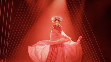 莫文蔚人生最後一次大型巡唱 以香港時裝設計師訂製華麗舞台服
