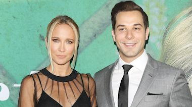 Pitch Perfect co-stars Anna Camp and Skylar Astin confirm they are splitting