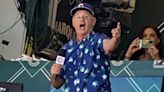 Watch Bill Murray belt out 'Take Me Out to the Ball Game' at Wrigley Field