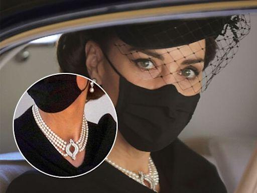皇夫葬禮|凱蒂再向女皇借戴珍珠頸鍊 英媒:向女皇皇夫73年婚姻致敬 | 蘋果日報