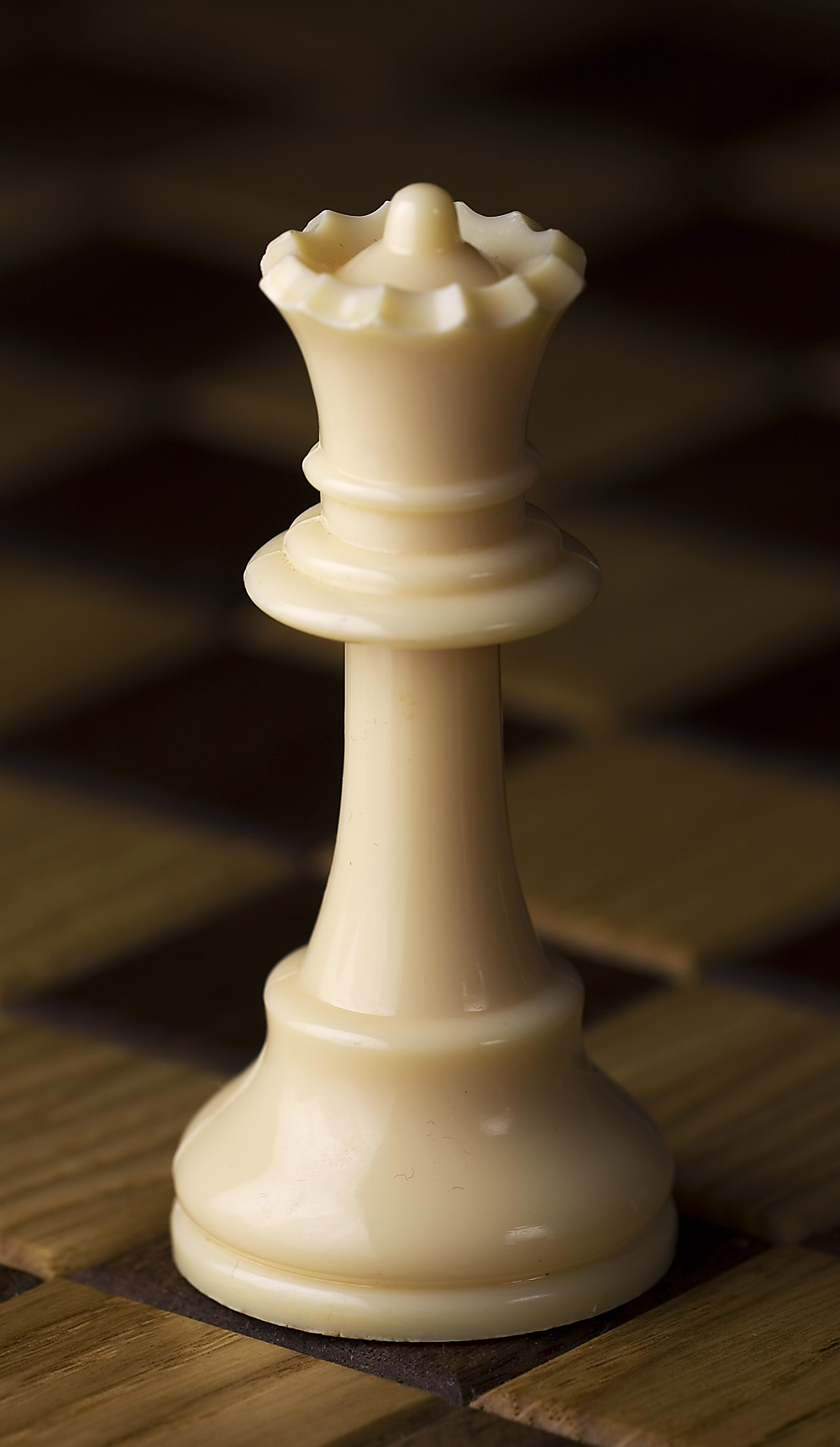 Description Chess piece - White queen.jpg