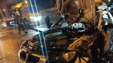 BMW國道自撞「爆成火球」波及2線道 駕駛燙傷驚險跳車
