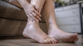 手腳麻木竟然是「鉛中毒」!生活中不明化妝品、中藥、油漆可能害神經變病