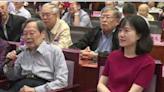 諾貝爾得主楊振寧慶百歲大壽 45歲妻翁帆陪同「一身紅裙」氣質出眾