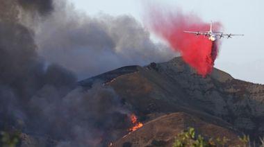 Raging wildfire threatens hundreds of homes in Yorba Linda