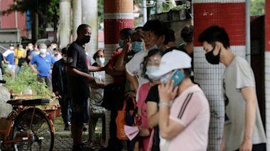 萬大國小快篩站場面一度混亂 議員批:北農基層、市場攤商遭排擠