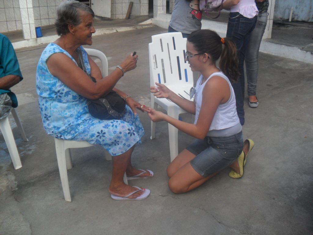 Alunos do Colégio Savina visitam o Lar Laura Carvalho