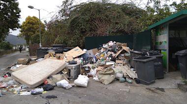 家居建築廢料塞爆垃圾站 區議員:外判仲做得好過食環