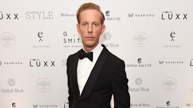 Laurence Fox provokes anger with 'mask exemption' badge bought online