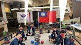 世界看見台灣! 美國學校5高中生秀國旗 勇奪機器人賽冠軍