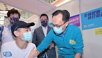 外展隊在元朗和中西區進行接種活動 有長者獲安排打針 - RTHK
