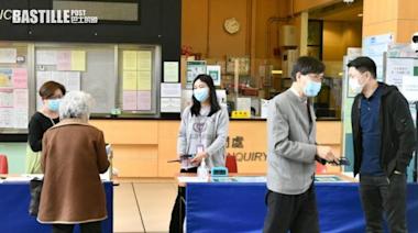 袁國勇到中山紀念公園體育館打疫苗 籲市民盡快接種 | 社會事