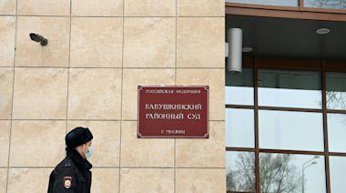 Moscow court delays Navalny war veteran libel trial