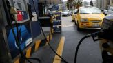 Manifestantes en Ecuador bloquean algunas carreteras en protesta por precio de combustibles