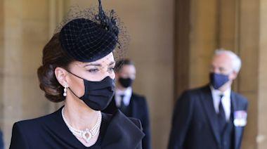 致敬菲利普親王 凱特王妃佩戴「女王傳承」項鍊、耳環出席葬禮