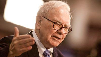 21 Life Hacks From Warren Buffett That Anyone Can Use