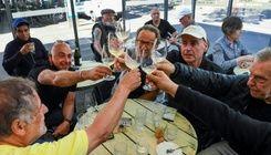 澳洲墨爾本解封 重獲自由民眾暢飲慶祝