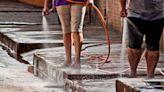 """La Nación / """"La gente lava la vereda"""": Essap garantiza provisión de agua, pero pide regular consumo"""