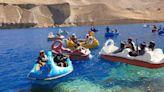 無視全國抗議活動!塔利班出遊大玩天鵝船 網酸「海軍操練嗎?」