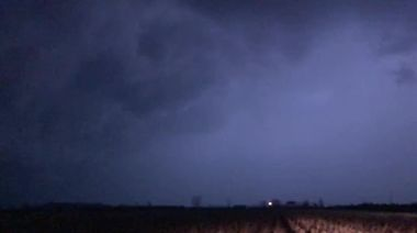 Strong thunderstorms batter southwestern Ontario, Canada