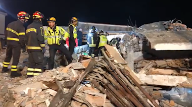 Albanian PM Meets With Rescue Crews as Earthquake Death Toll Mounts