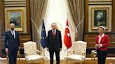 尷尬!歐盟執委會主席訪土耳其 竟沒準備她的座椅