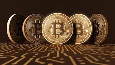 美國核准首檔比特幣期貨ETF上市,激勵加密貨幣產業,比特幣重返6.2萬美元 - The News Lens 關鍵評論網