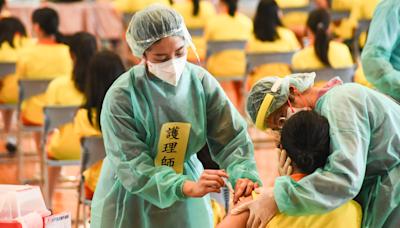 BNT校園開打》有學生打完暈針略不適 醫護與教職員在旁隨時關照