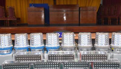 點亮警民安全 台中萬春宮媽祖贈「光明燈」