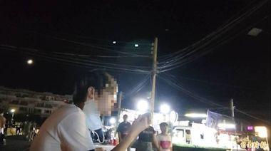 微解封首週末 台南花園夜市湧人潮 邊走邊吃串燒、喝冷飲