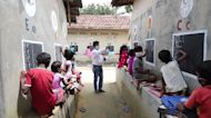 Indian teacher turns streets into classrooms