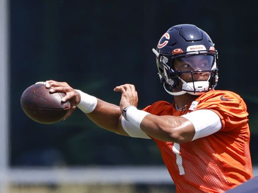 Justin Fields tops Trevor Lawrence for NFL's best-selling rookie jersey