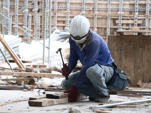 基本工資提高到25250元是一大進步,但仍不足以維持台灣勞工的基本生活水平 - The News Lens 關鍵評論網