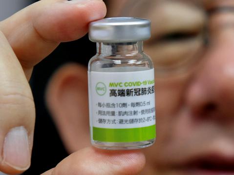 高端疫苗通過EUA引爭議!安全、有效性未明,專家:開放施打可能仍有2好處
