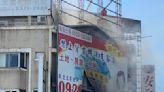 台中市北區民宅2樓冒火煙 雲梯車救出受困頂樓2人