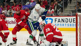 Thomas Greiss backstops Detroit Red Wings to first win of season, 2-1 over Vancouver