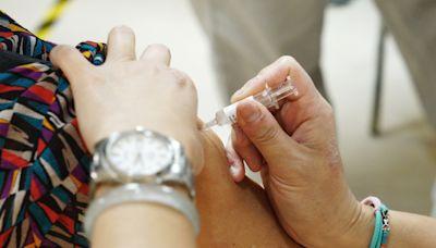 武漢肺炎》疫苗不良反應新增76例!死亡8例:6例AZ、2例莫德納