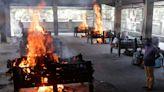 【印度日增35萬例】屍體燒不完、醫院面臨缺氧危機 新德里延長封城一週