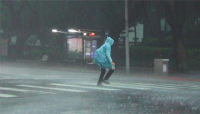 快新聞/午後雨彈來襲!5縣市大雨特報 防雷擊、強陣風