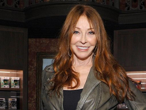 Elvira 's Cassandra Peterson Reveals 19-Year Relationship With a Woman: 'I've Got to Be Truthful'